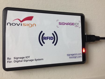 IoT digital signage - RFID reader