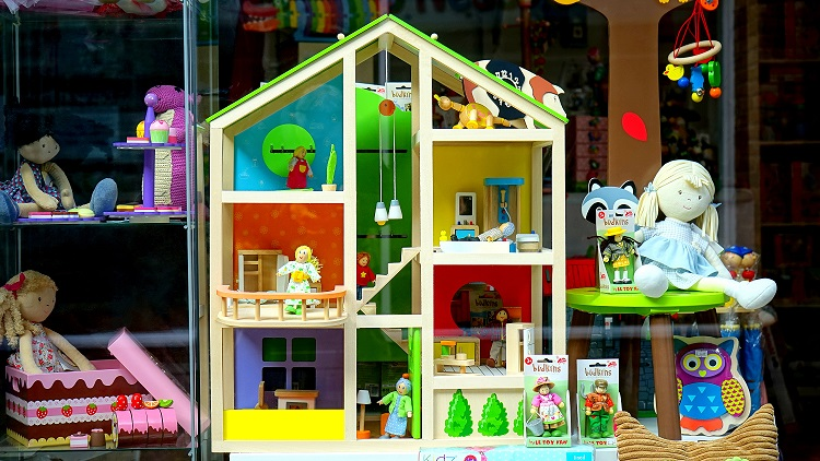 digital signage for toy stores