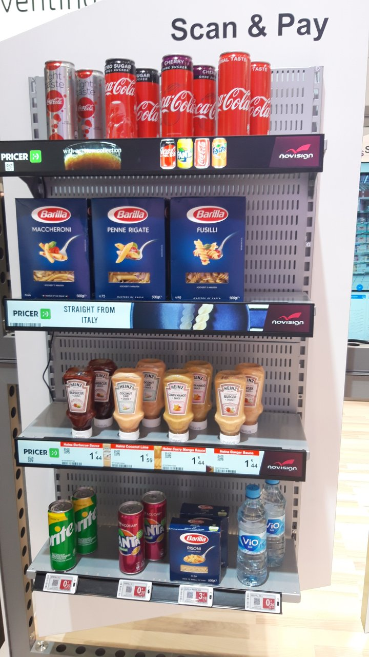 Endcap with shelf displays